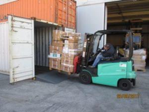 Verladen der Hilfsgüter für Benposta Venezuela